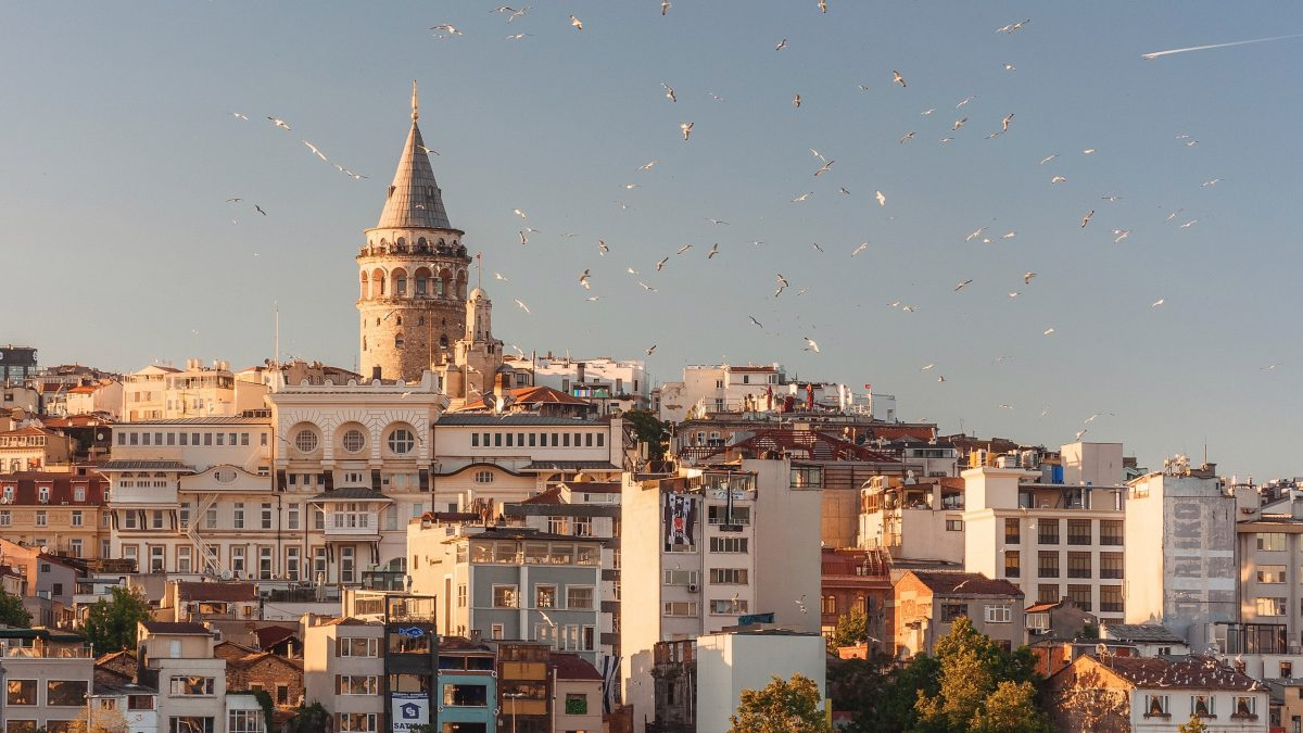 Istanbul city guide Galata streets tips