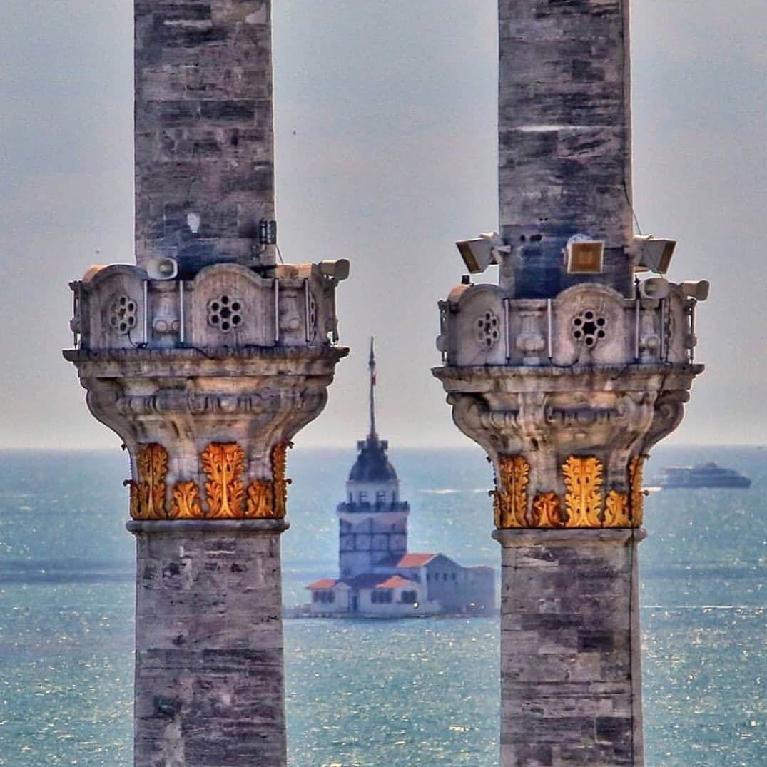 Maiden's tower kiz kulesi istanbul turkey uskudar asia europe bosporus strait tour travel